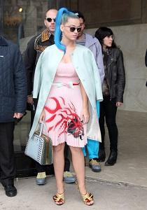 Poarta rochii in culori pastel