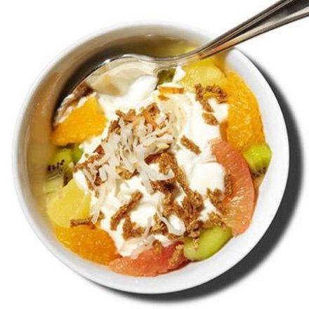 parfait de fructe exotice cu iaurt grecesc si cereale integrale