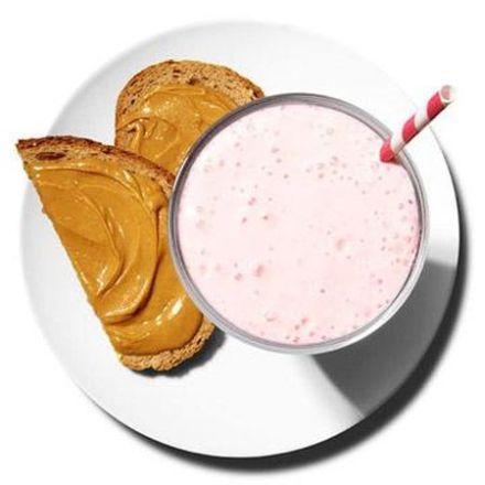 smoothie de banane si zmeura cu unt de arahide