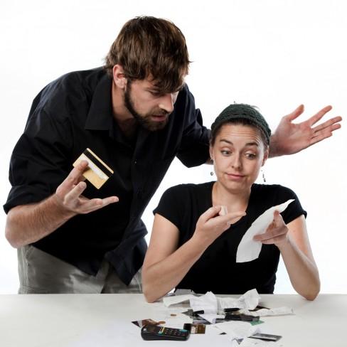 Cum să treci peste problemele cu banii în cuplu
