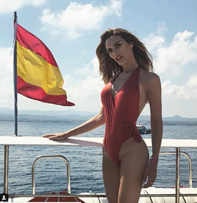 Angela Ponce in costum de baie