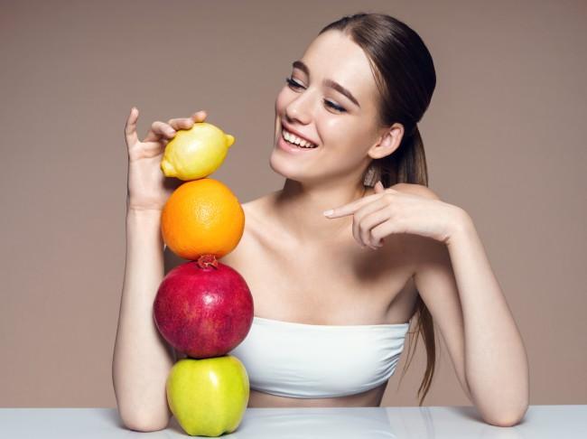 femeie fructe