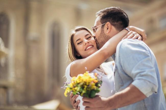 Un bărbat iubește mai mult decât o femeie