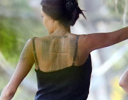 Angelina Jolie tatuaje