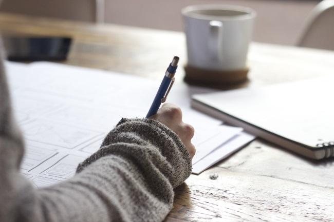 Femeie care scrie