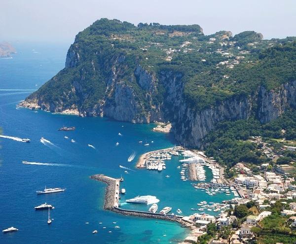Insula Capri atractii