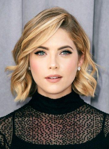 Ashley Benson tunsa bob