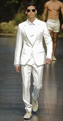 Costum alb