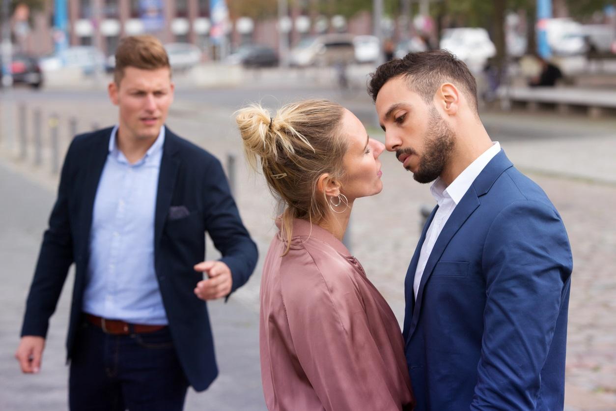 Dating o singura femeie din Fran? a femei cauta barbati in roșiorii de vede