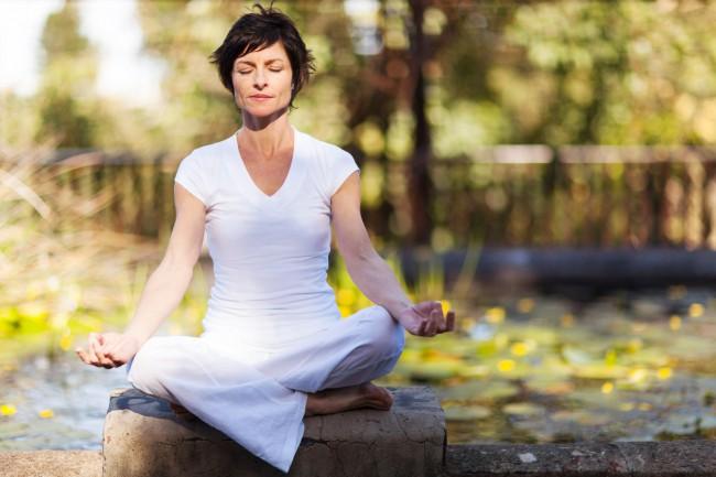 Bufeuri la menopauza: de ce apar si cum le reduci