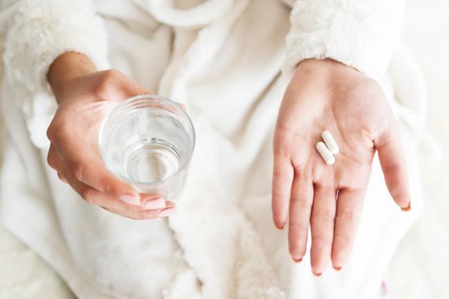 Amor?irea mainilor noaptea cauzeaza ?i tratamentul durerii constante in picioarele inferioare ale sp