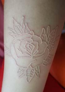 tatuaj_alb_floare
