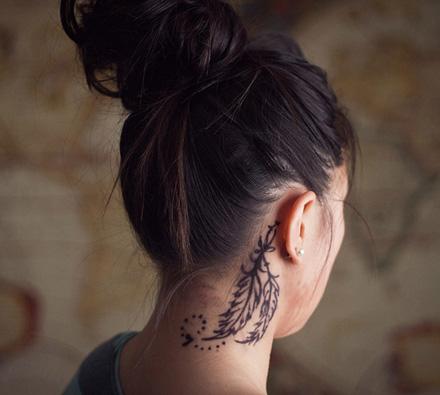 tatuaj_pe_gat_cu_pene