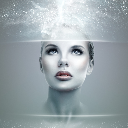 femeie cu mintea luminata