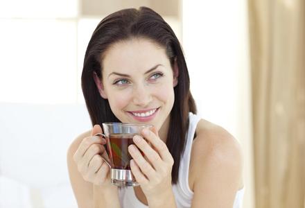 femeie band ceai