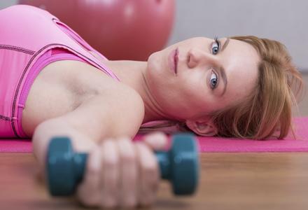 femeie facand sport