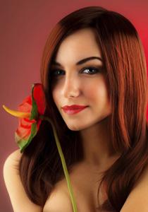 femeie vopsita roscat cu reflexe castanii