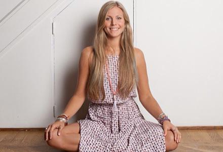 pozitia clasica de yoga