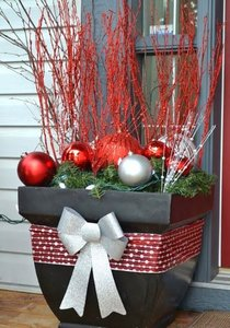 ghiveci decorativ la intrare