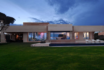 Ce frumoasa este casa lui cristiano ronaldo uite ce for Casa moderna in moldova
