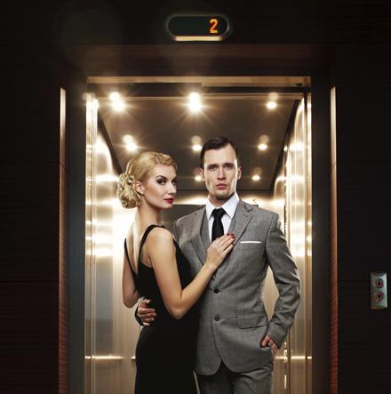 cuplu in lift