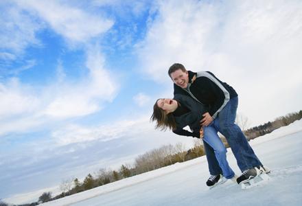 cuplu la patinoar