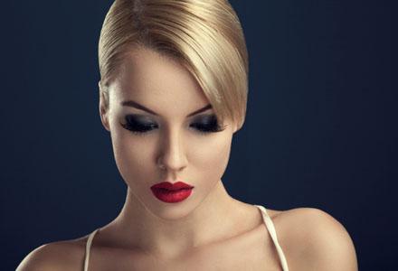 femeie blonda