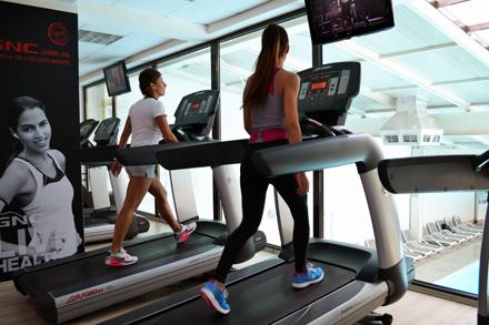 exercitii pentru picioare la sala