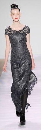 rochie de seara din dantela Monique Lhuillier