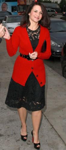 poza rochie si cardigan Kristin Davis
