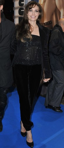 poza pantaloni harem Angelina Jolie