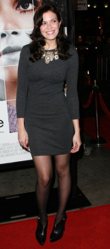 poza rochie din tricot Mandy Moore