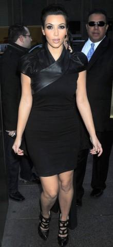 poza rochie neagra Kim Kardashian