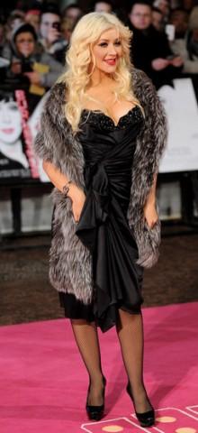 poza rochie neagra Christina Aguilera