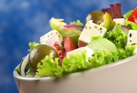 Salata de tofu cu fructe de sezon