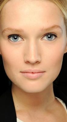 machiaj nude eyeliner