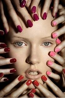 unghii colorate