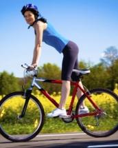 slabesti mergand pe bicicleta)