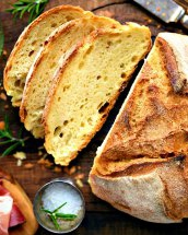 Pâine cu bere în loc de drojdie: nu mai este nevoie nici să frămânți aluatul!