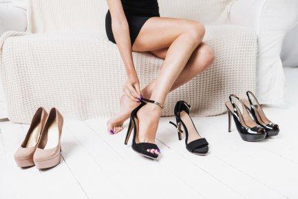 Patru perechi de încălţăminte care nu au ce să caute în garderoba unei femei stilate