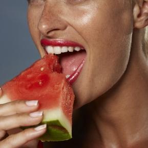 Greşeala pe care o faci atunci când mănânci pepene şi care te poate îmbolnăvi