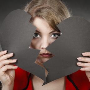Zodia care coase inimi, dar pentru ea nu găsește dragostea