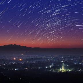 Liridele, ploaia de meteoriți care schimbă viaţa amoroasă a zodiilor