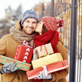 3 cupluri care se formează până la Crăciun și rămân împreună toată viața