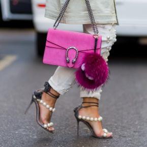 6 haine și accesorii pe care să nu le porți vara după 30 de ani