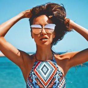 Părul asimetric, tendința HOT din această vară