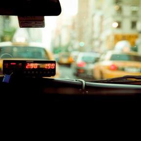 O femeie din Rusia, arestată după ce a bătut un taximetrist și i-a furat mașina
