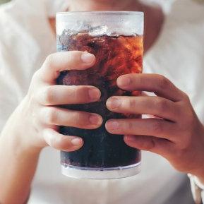 Băutura preferată a românilor duce la cancer de colon, spun cercetătorii