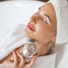 4 trucuri ce te ajută să ai o piele cu aspect tânăr și luminos