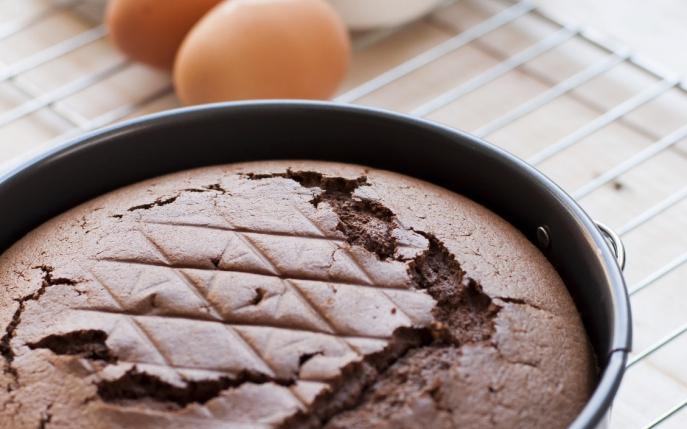 Învață să prepari o rețetă simplă de pandișpan cu ciocolată